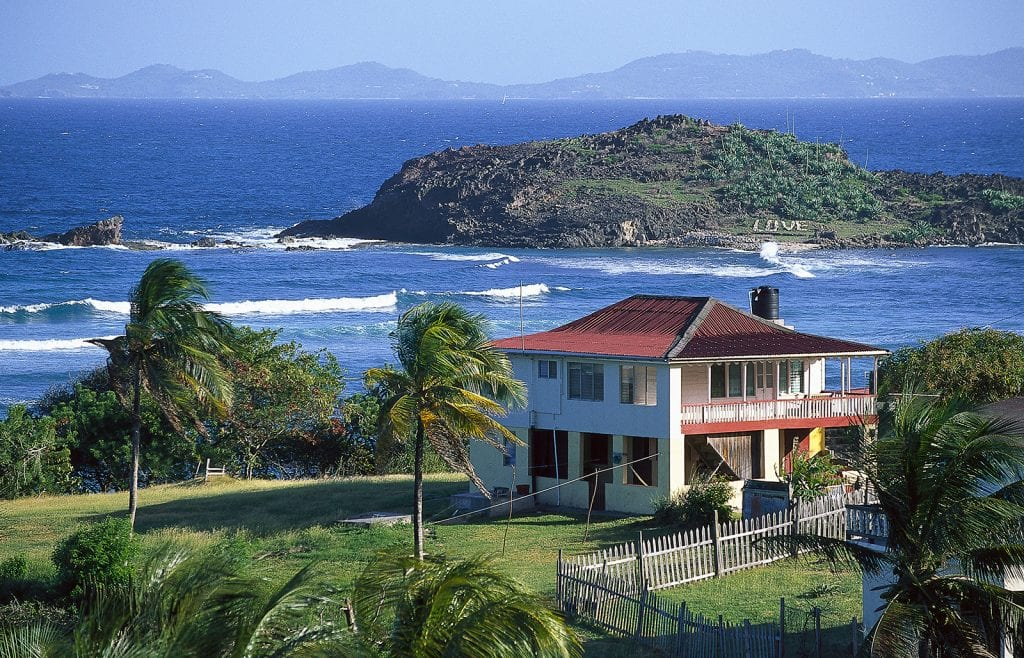 A house on Friendship Bay in Bequia © Hauke Dressler / LOOK-foto / Getty